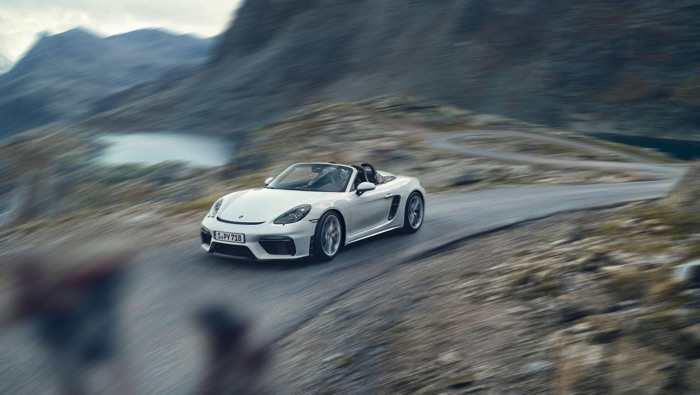 New Porsche 718 Spyder goes for a spin (Video)