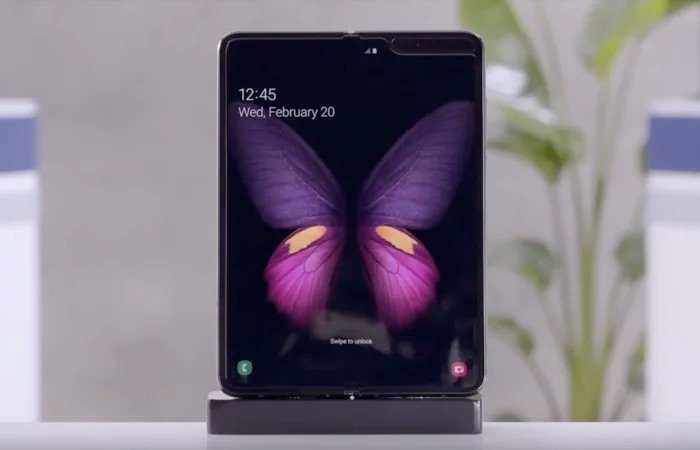 Huawei Mate X Learns From Samsung's Mistake