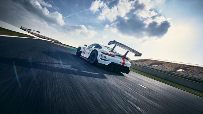New Porsche 911 RSR hits the track (Video)