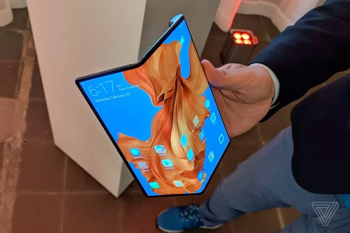 Huawei Mate X folding smartphone launches in November for $2,400