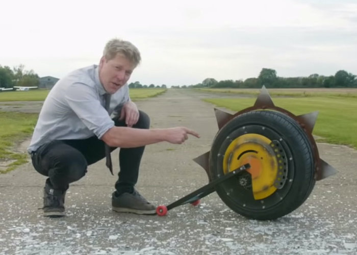 Overwatch Junkrat's RIP-tire built by Colin Furze