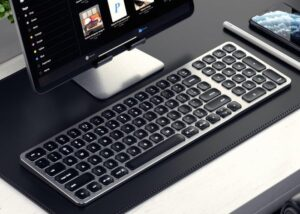 Satechi compact backlit bluetooth keyboard