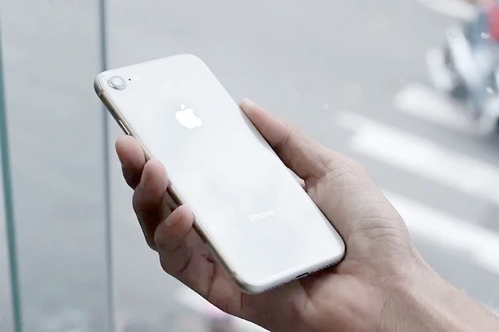 Larger iPhone SE 2 Plus rumored for 2021