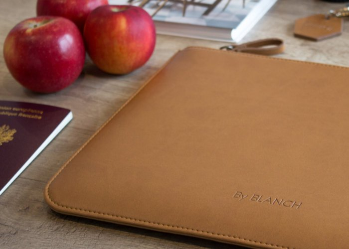 Blanch tablet pouch made of apples