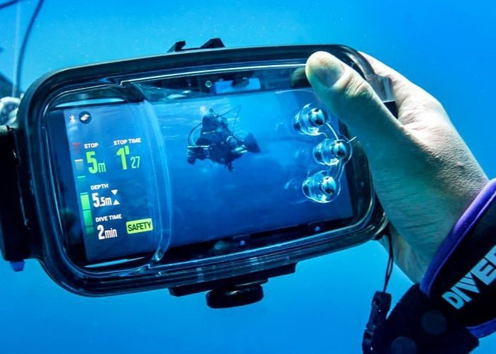 Diveroid smartphone diving case and dive computer app