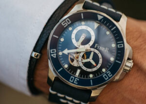 water-resistant automatic mechanical dive watch