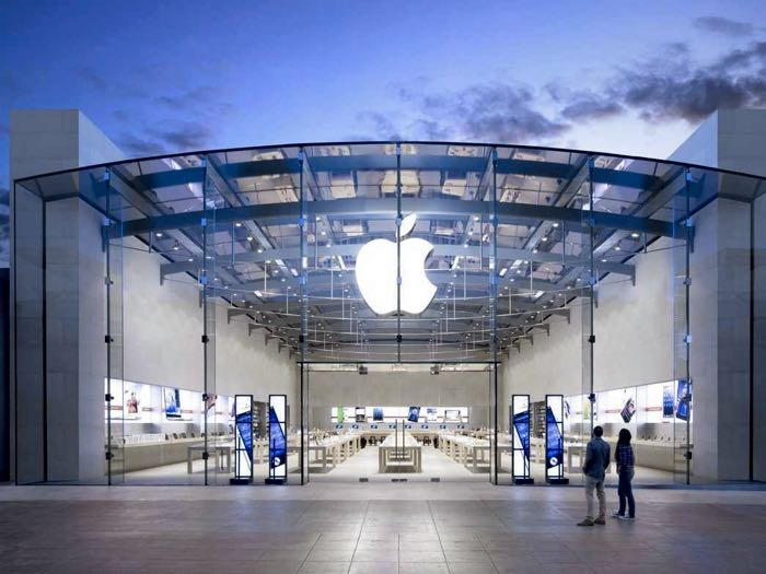 Apple hoping to reopen retail stores next month