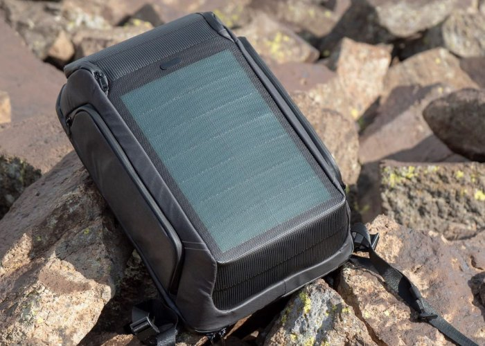 Soleman solar charging backpack and powerbank - Geeky Gadgets
