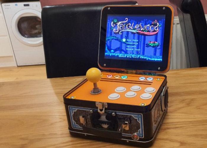 Raspberry Pi lunchbox arcade game