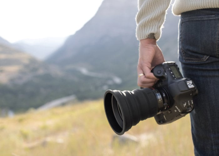 Universal collapsible camera lens hood