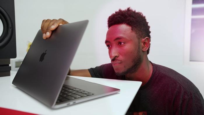 New Apple M1 MacBook gets reviewed (Video) - Geeky Gadgets