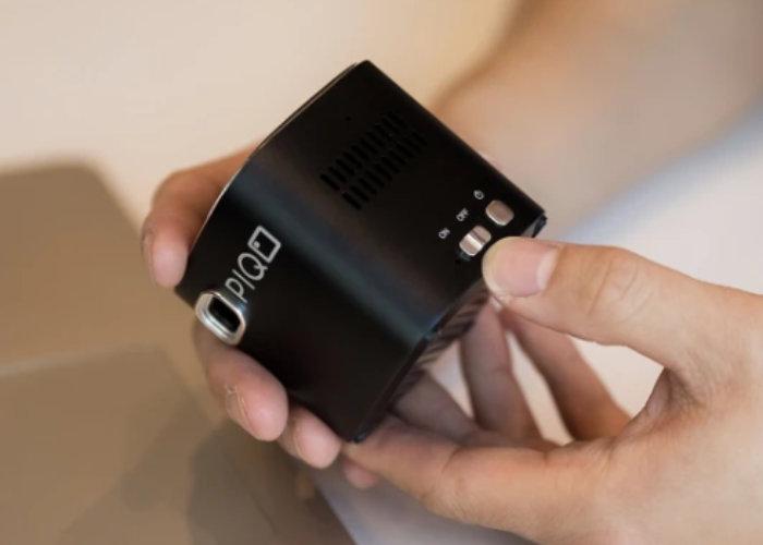 PiQO pocket projector