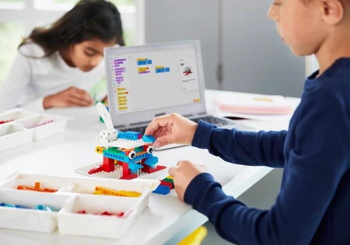 SPIKE LEGO set