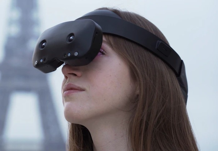 Lynx R-1 mixed reality headset
