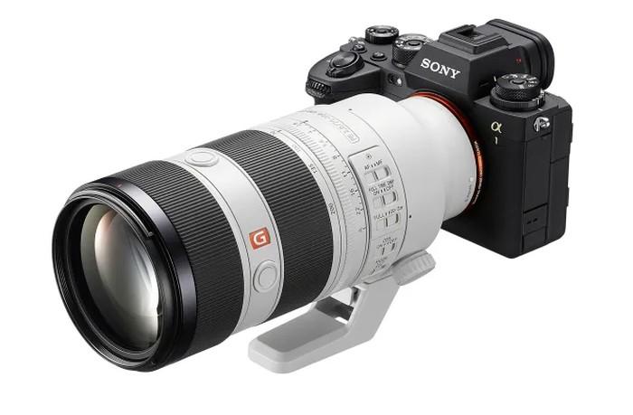 Sony FE 70-200mm F2.8 GM OSS II zoom lens