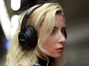 SuperEQ S1 hybrid noise cancelling headphones